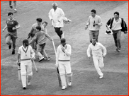 Middlesex win the 1986 B&H Cup Final by two runs