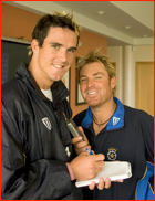 Kevin Pietersen & Shane Warne turn the tables on the press