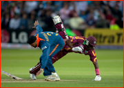 Dwayne Bravo collides with Harbhajan Singh, Lord's.